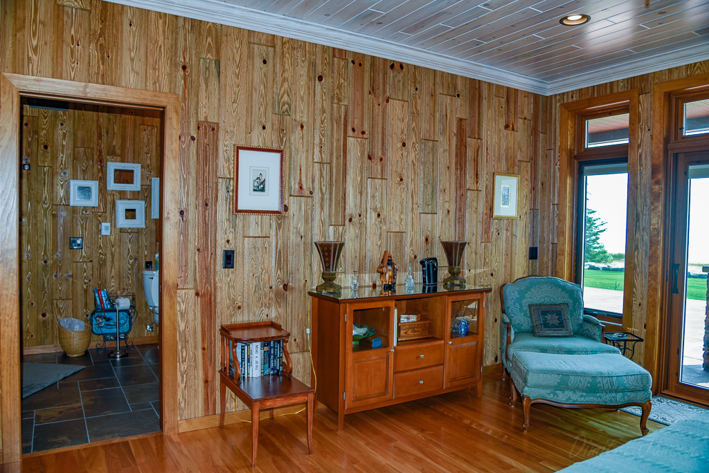 4 Great Paneling Wood Options for Your Log Cabin