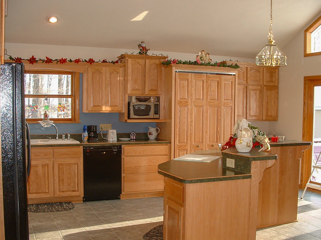 Raised Arch Panel Oak Cabinetry w/Island