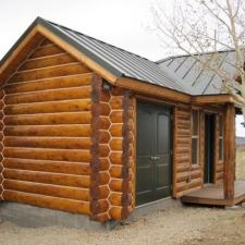 Small cabin using Saddle Notch Corners