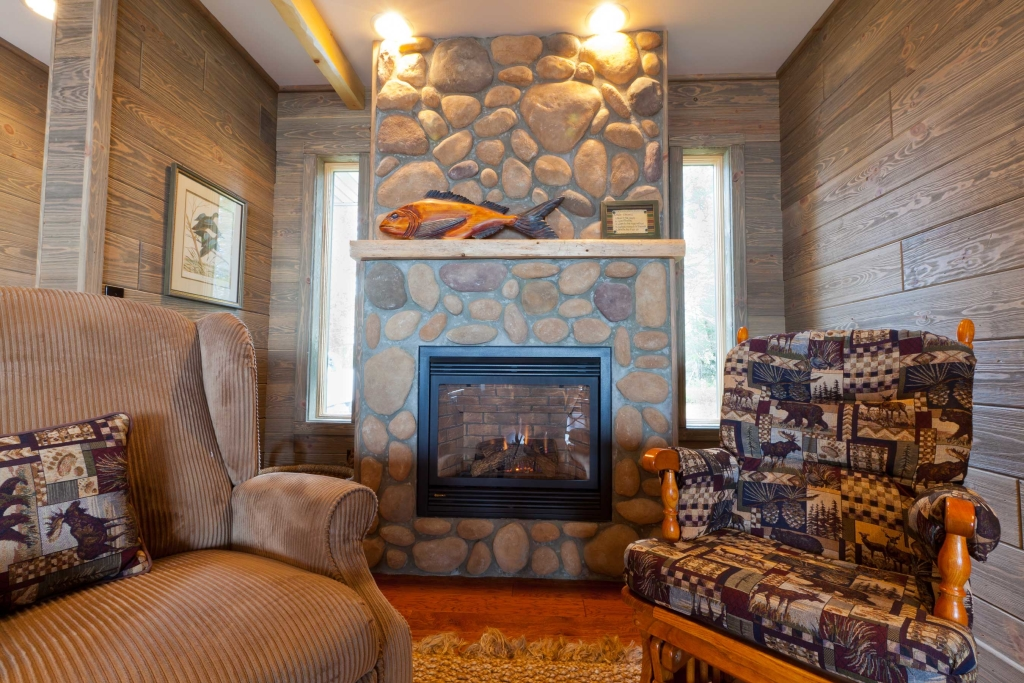 A Barnwood Interior Can Give Your Home an Old World Charm