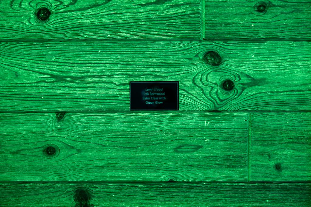 1x8 Barnwood w/Clear Coat w/Green Glow