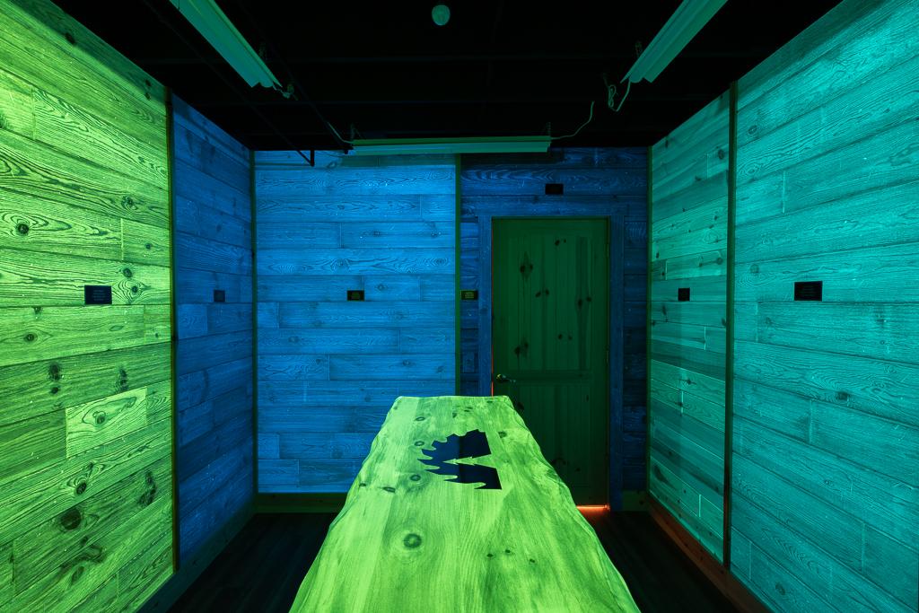 Lumi-wood Room 2 - Lights Off