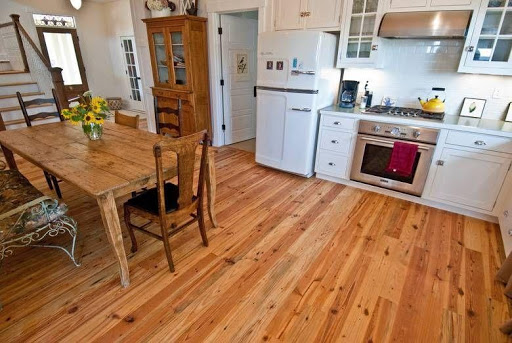 Pine floors stay in style
